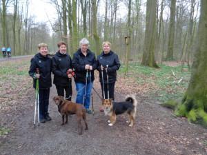 Hier unsere Walking-Hunde-Staffel